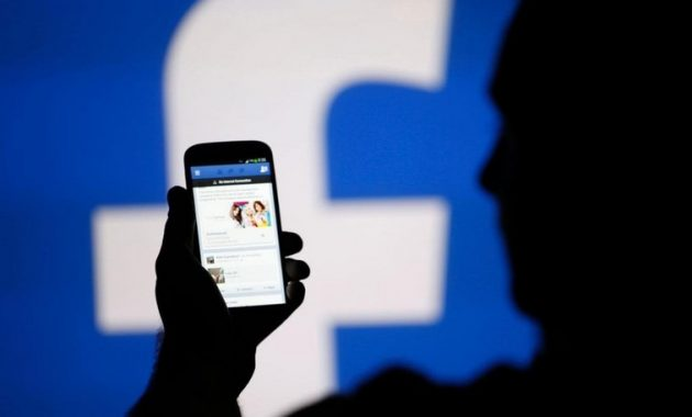 caracek emal Facebook